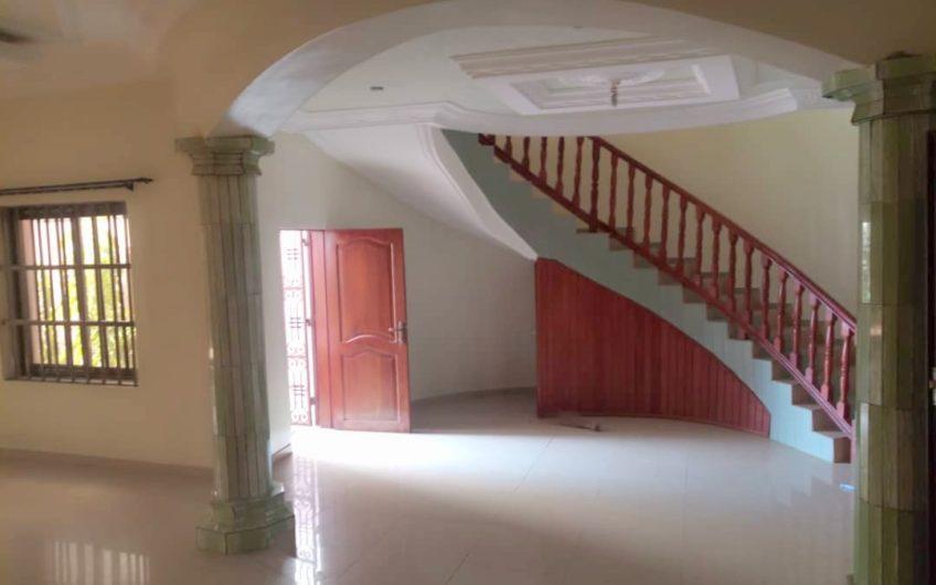 Villa duplex de 5 pièces à Fidjrossè