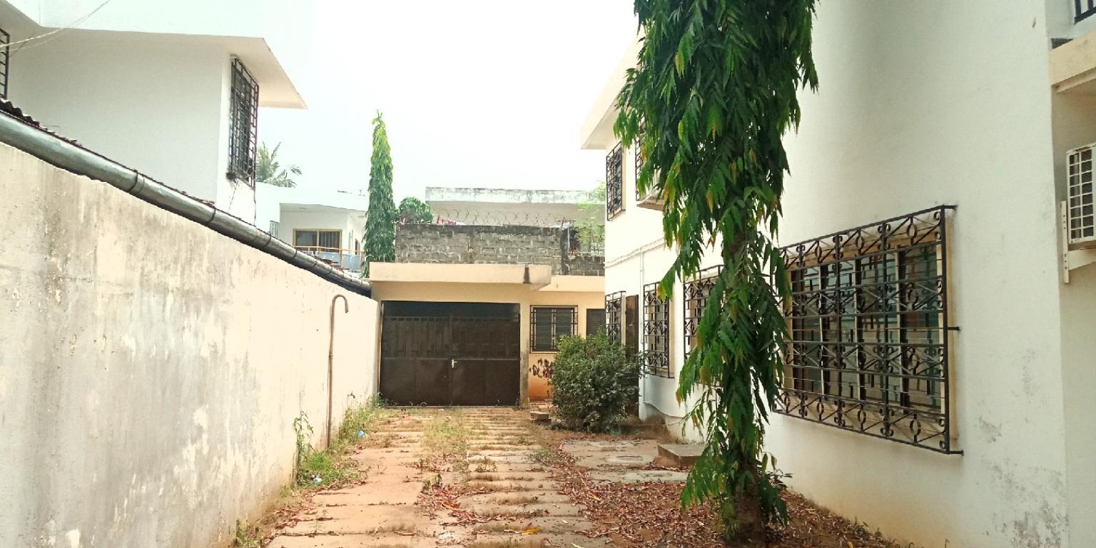 Villa de 9 pièces à Cotonou-les cocotiers