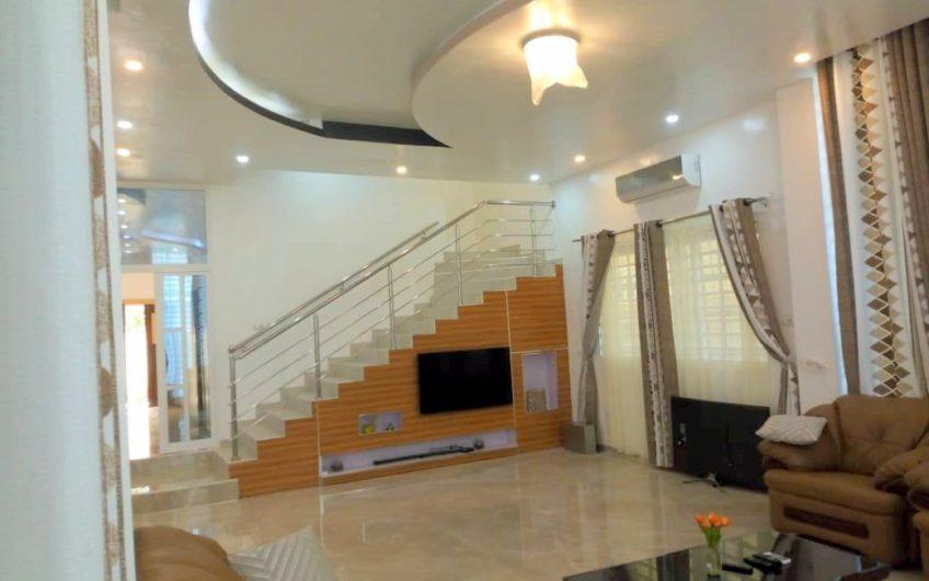 Villa triplex meublée avec piscine à louer dans la zone des ambassades, Akpakpa