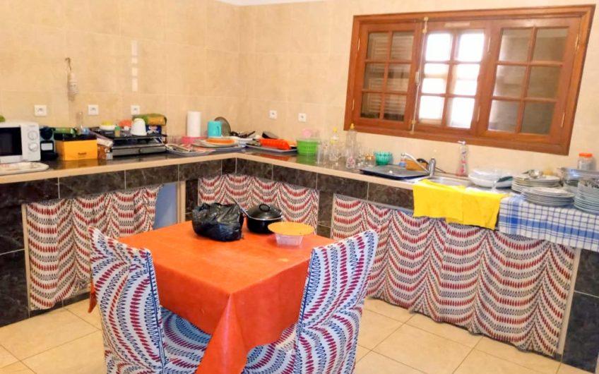 A vendre un immeuble R+1 de type duplex à Fidjrossè plage