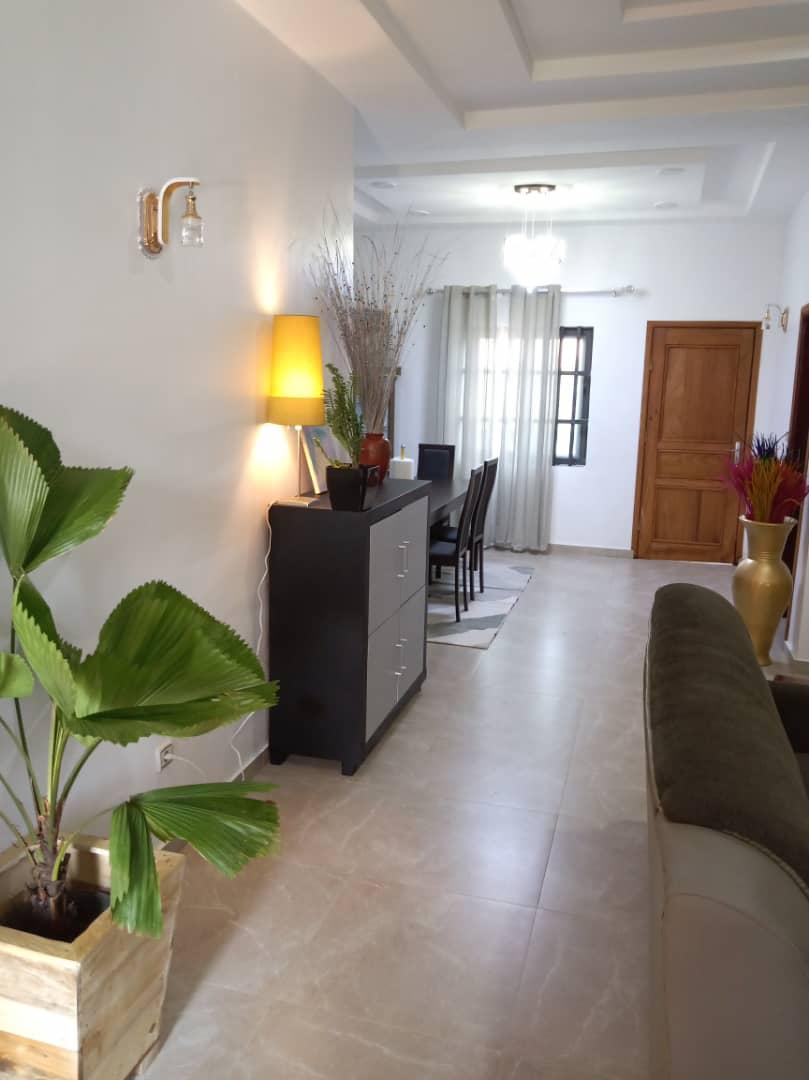 2 chambres salon entièrement meublés à Fidjrossè