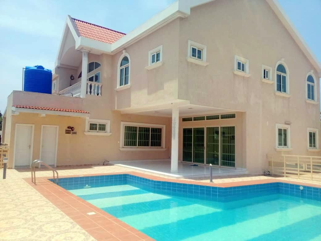 A louer une belle villa avec piscine dans la CEN SAD Akpakpa