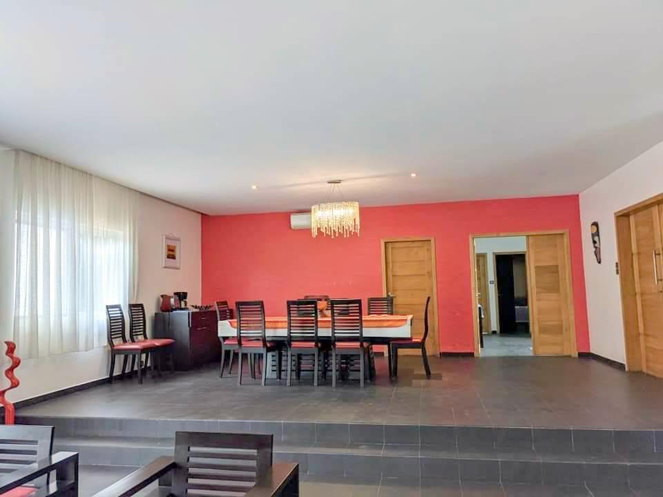 A louer une villa meublée avec piscine à Fidjrossè